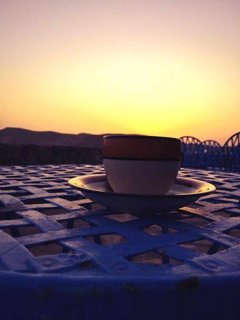 'इस आधी प्याली चाय में पूरा सूरज डूबगया'
